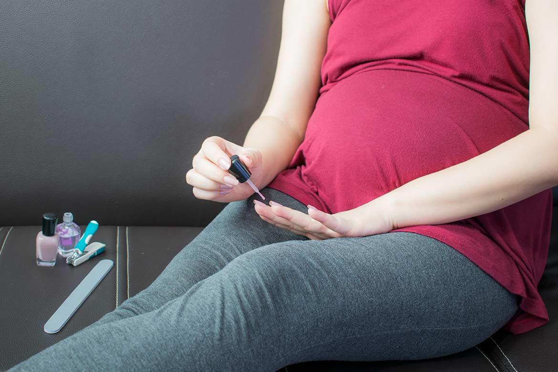 si-puo-usare-lo-smalto-in-gravidanza