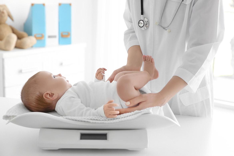 quanto deve crescere un neonato a settimana