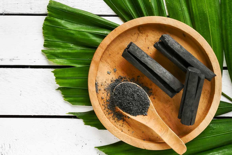 carbone-vegetale-per-gonfiore-addominale