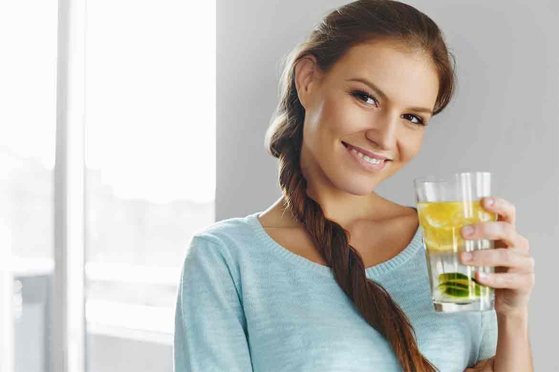 bere-acqua-limone