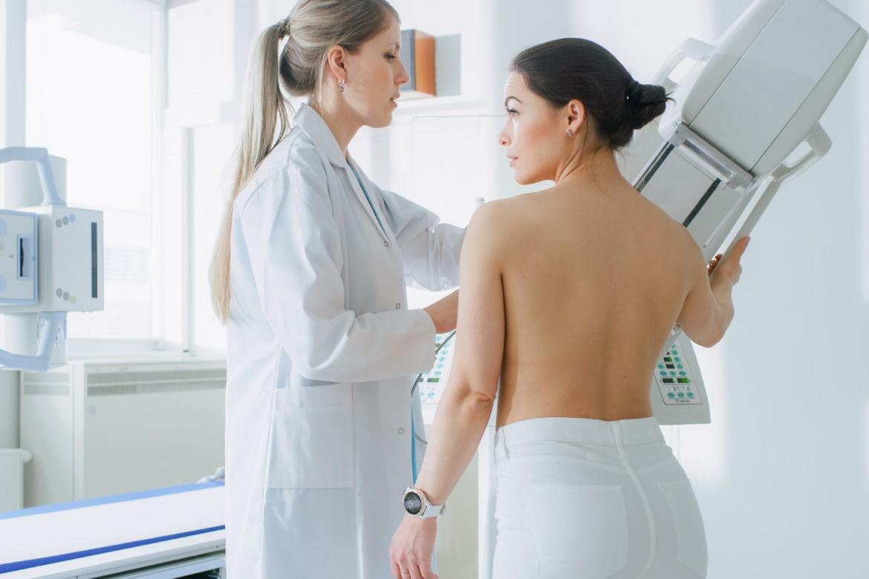 tumori-al-seno-sintomi-iniziali-mbenessere